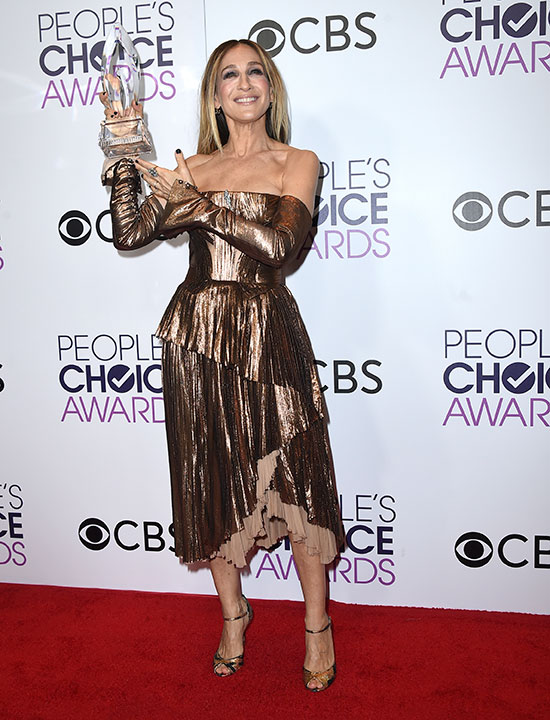 "<div class=""meta image-caption""><div class=""origin-logo origin-image none""><span>none</span></div><span class=""caption-text"">Sarah Jessica Parker poses in the press room with the award for favorite premium series actress at the People's Choice Awards at the Microsoft Theater on Wednesday, Jan. 18, 2017. (Jordan Strauss/Invision/AP)</span></div>"