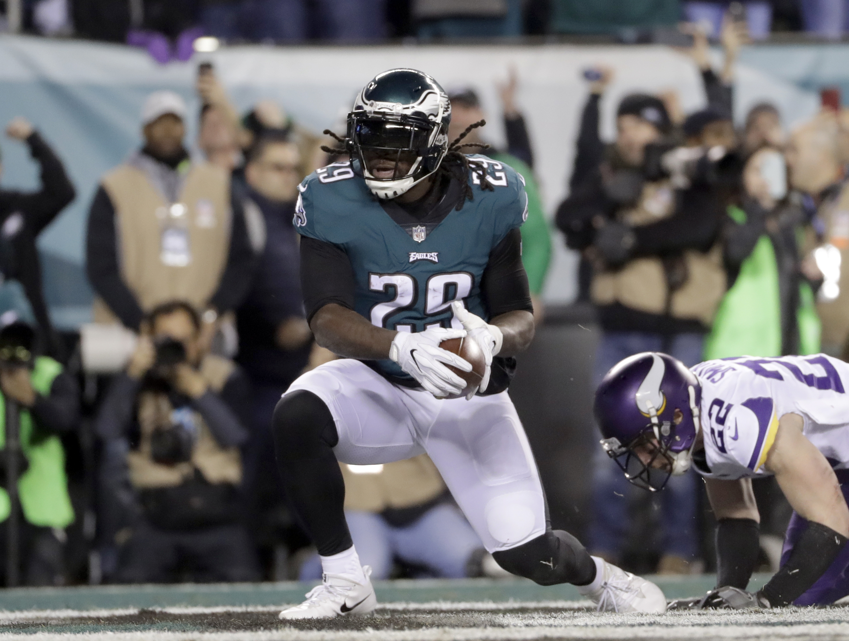 <div class='meta'><div class='origin-logo' data-origin='AP'></div><span class='caption-text' data-credit='AP Photo/Matt Slocum'>Philadelphia Eagles' LeGarrette Blount runs for a touchdown during the first half of the NFL football NFC championship game against the Minnesota Vikings Sunday, Jan. 21, 2018.</span></div>