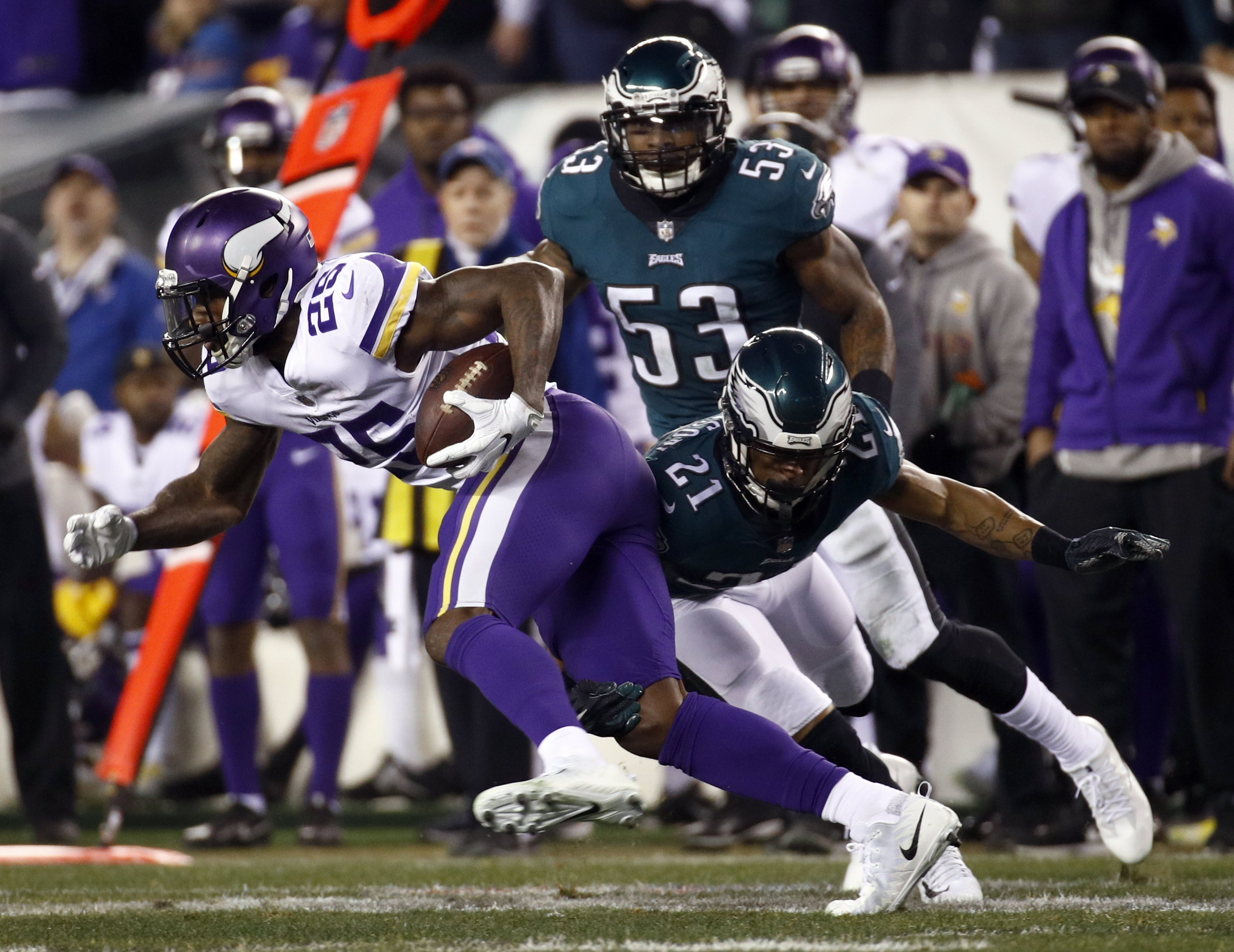 "<div class=""meta image-caption""><div class=""origin-logo origin-image ap""><span>AP</span></div><span class=""caption-text"">Minnesota Vikings' Latavius Murray gets past Philadelphia Eagles' Patrick Robinson during the second half of the NFL football NFC championship game Sunday, Jan. 21, 2018. (AP Photo/Patrick Semansky)</span></div>"