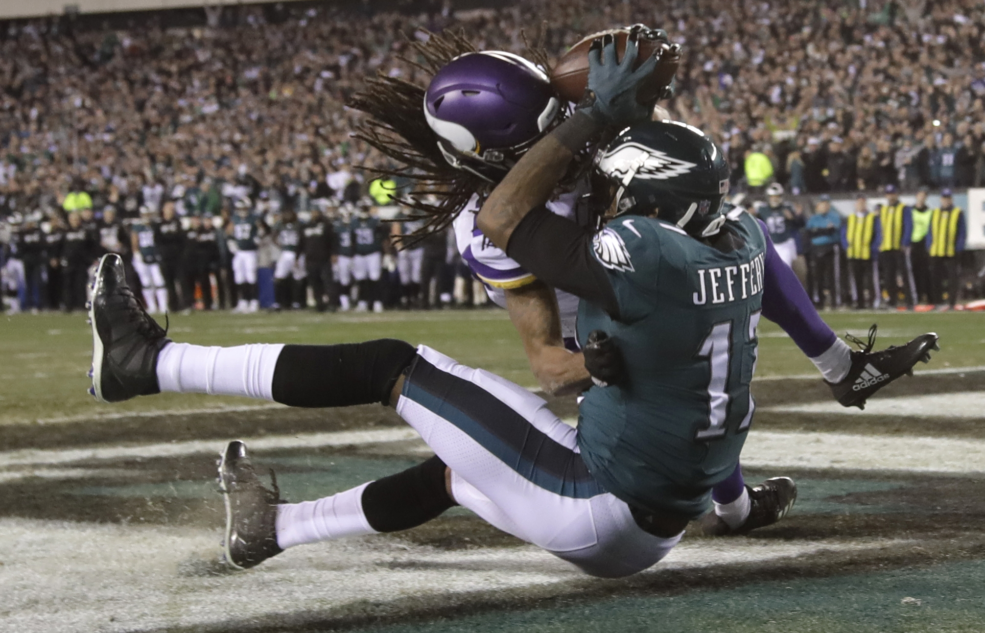 <div class='meta'><div class='origin-logo' data-origin='AP'></div><span class='caption-text' data-credit='AP Photo/Matt Rourke'>Philadelphia Eagles' Alshon Jeffery catches a touchdown pass during the second half.</span></div>