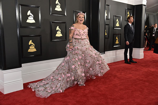 "<div class=""meta image-caption""><div class=""origin-logo origin-image none""><span>none</span></div><span class=""caption-text"">Elle King arrives at the 59th annual Grammy Awards at the Staples Center on Sunday, Feb. 12, 2017, in Los Angeles. (Jordan Strauss/Invision/AP)</span></div>"