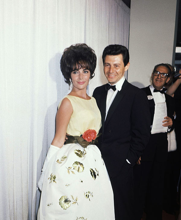 <div class='meta'><div class='origin-logo' data-origin='AP'></div><span class='caption-text' data-credit=''>Singer Eddie Fisher, center, poses with actress Elizabeth Taylor at the Academy Awards presentation, April 1961.</span></div>
