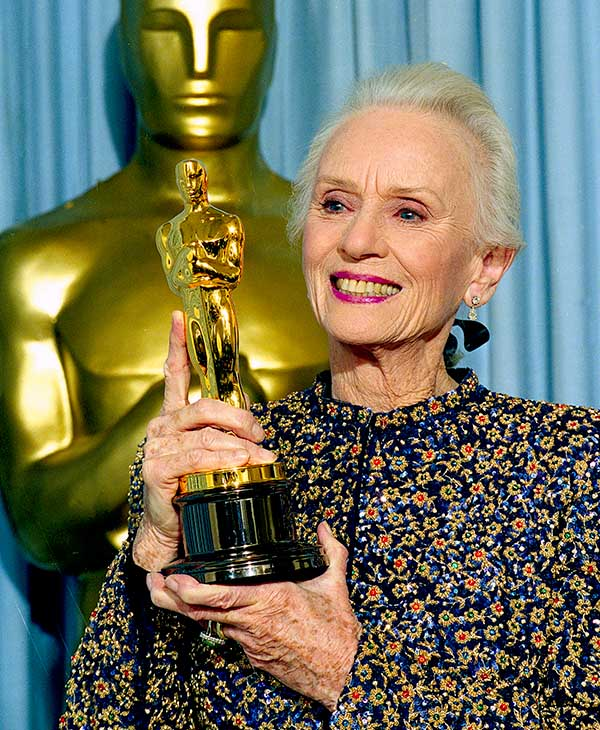 <div class='meta'><div class='origin-logo' data-origin='AP'></div><span class='caption-text' data-credit=''>Actress Jessica Tandy holds up the Oscar she won for her role in &#34;Driving Miss Daisy,&#34; at the 62nd Annual Academy Awards in Los Angeles, March 26, 1990.</span></div>