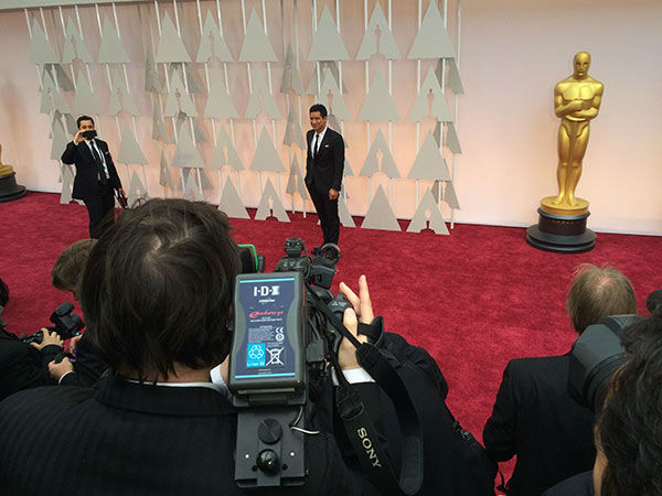 "<div class=""meta image-caption""><div class=""origin-logo origin-image none""><span>none</span></div><span class=""caption-text"">Mario Lopez arrives on the red carpet for the 2015 Oscars. (Photo/ABC Owned Television Stations)</span></div>"