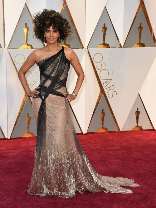<div class='meta'><div class='origin-logo' data-origin='AP'></div><span class='caption-text' data-credit='Photo by Jordan Strauss/Invision/AP'>Halle Berry arrives at the Oscars on Sunday, Feb. 26, 2017, at the Dolby Theatre in Los Angeles.</span></div>