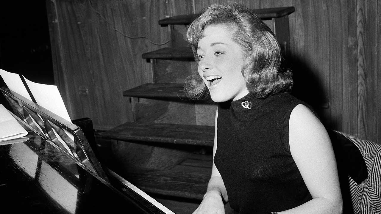 <div class='meta'><div class='origin-logo' data-origin='AP'></div><span class='caption-text' data-credit=''>Lesley Gore, who topped the charts in 1963 with her epic song of teenage angst, &#34;It's My Party,&#34; died of cancer, Monday, Feb. 16, 2015. She was 68.</span></div>