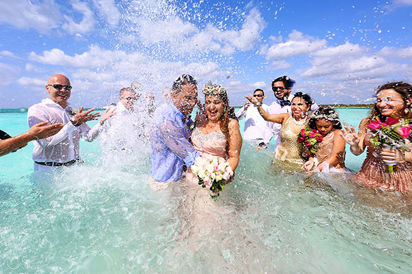 "<div class=""meta image-caption""><div class=""origin-logo origin-image none""><span>none</span></div><span class=""caption-text"">Susana the ''mermaid bride'' married her husband Jovany in the ocean off the coast of the Mexican island of Cozumel. (Del Sol Photography)</span></div>"