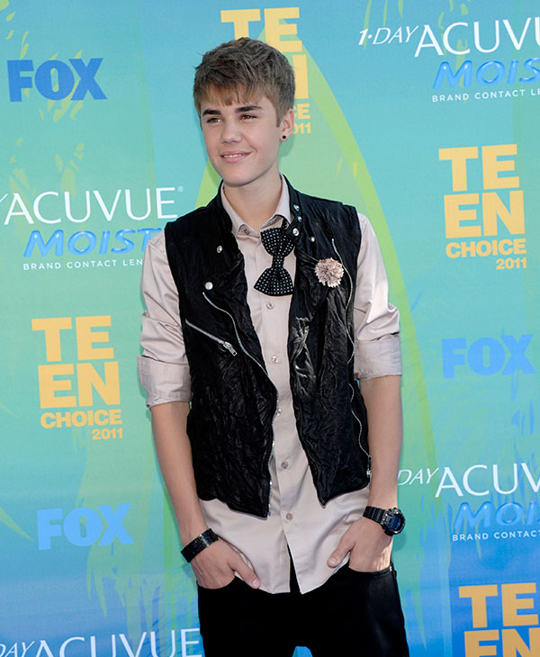 "<div class=""meta image-caption""><div class=""origin-logo origin-image ap""><span>AP</span></div><span class=""caption-text"">Justin Bieber arrives at the Teen Choice Awards on Sunday, Aug. 7, 2011 in Universal City, Calif.</span></div>"