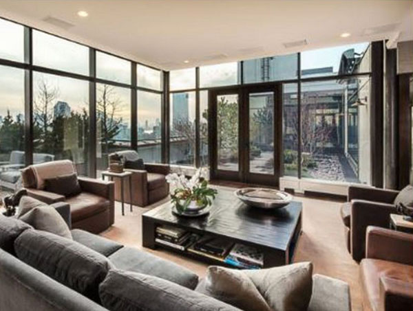 <div class='meta'><div class='origin-logo' data-origin='none'></div><span class='caption-text' data-credit='Zillow/ABC News'>Jon Bon Jovi's $37.5 million New York City penthouse includes six bedrooms, three landscaped terraces and panoramic views of the city.</span></div>