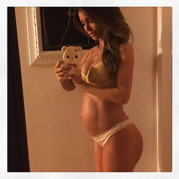 Pregnant Model Sarah Stage Still Has A Six Pack Even After
