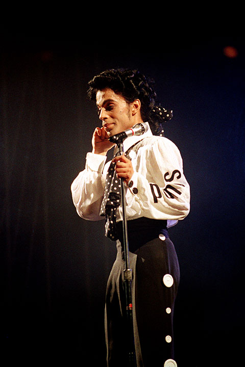 "<div class=""meta image-caption""><div class=""origin-logo origin-image none""><span>none</span></div><span class=""caption-text"">Prince pauses during his show at New York's Madison Square Garden Sunday night, Oct. 3, 1988. (Ed Bailey/AP Photo)</span></div>"