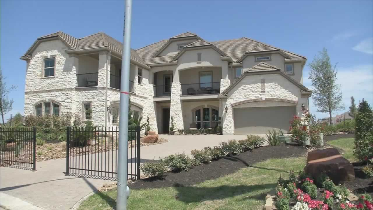 "<div class=""meta ""><span class=""caption-text "">This five bedroom, four bathroom home in Katy, Texas is listed for just over $1 million.</span></div>"