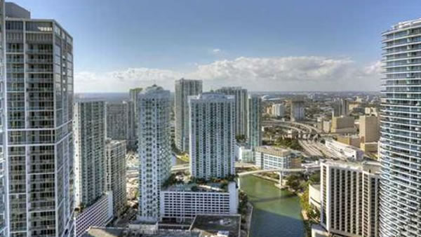 This two bedroom, two bathroom unit in Miami, Florida is listed for &#36;950,000. <span class=meta>(Global Real Estate Brokerage L)</span>