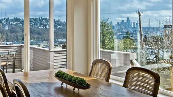 This Seattle home has a spectacular view, four bedrooms, four bathrooms and is listed as &#36;999,500. <span class=meta>(RE&#47;MAX Integrity)</span>