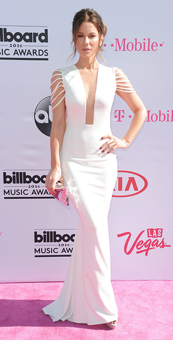 "<div class=""meta image-caption""><div class=""origin-logo origin-image ap""><span>AP</span></div><span class=""caption-text"">Kate Beckinsale arrives at the Billboard Music Awards at the T-Mobile Arena on Sunday, May 22, 2016, in Las Vegas. (Richard Shotwell/Invision/AP)</span></div>"