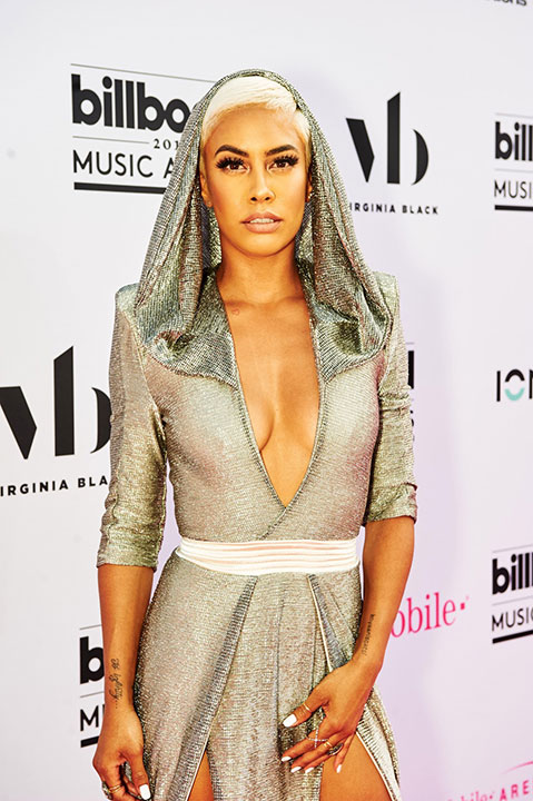 "<div class=""meta image-caption""><div class=""origin-logo origin-image none""><span>none</span></div><span class=""caption-text"">Sibley Scoles arrives at the Billboard Music Awards. (Courtesy of the Billboard Music Awards)</span></div>"