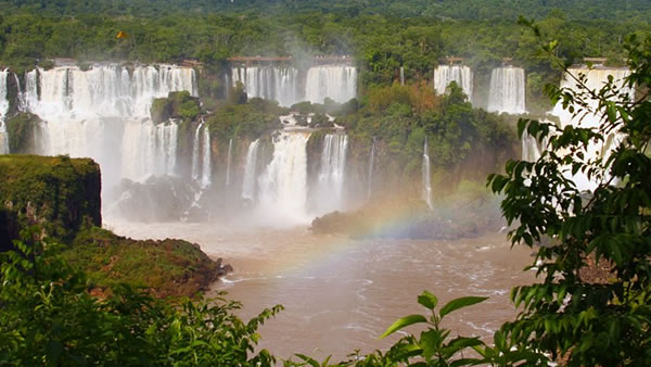 "<div class=""meta ""><span class=""caption-text "">Iguazu Falls: These beautiful waterfalls are of the Iguazu River on the border of the Argentina province of Misiones and the Brazilian state of Paraná. (doug88888/Flickr)</span></div>"