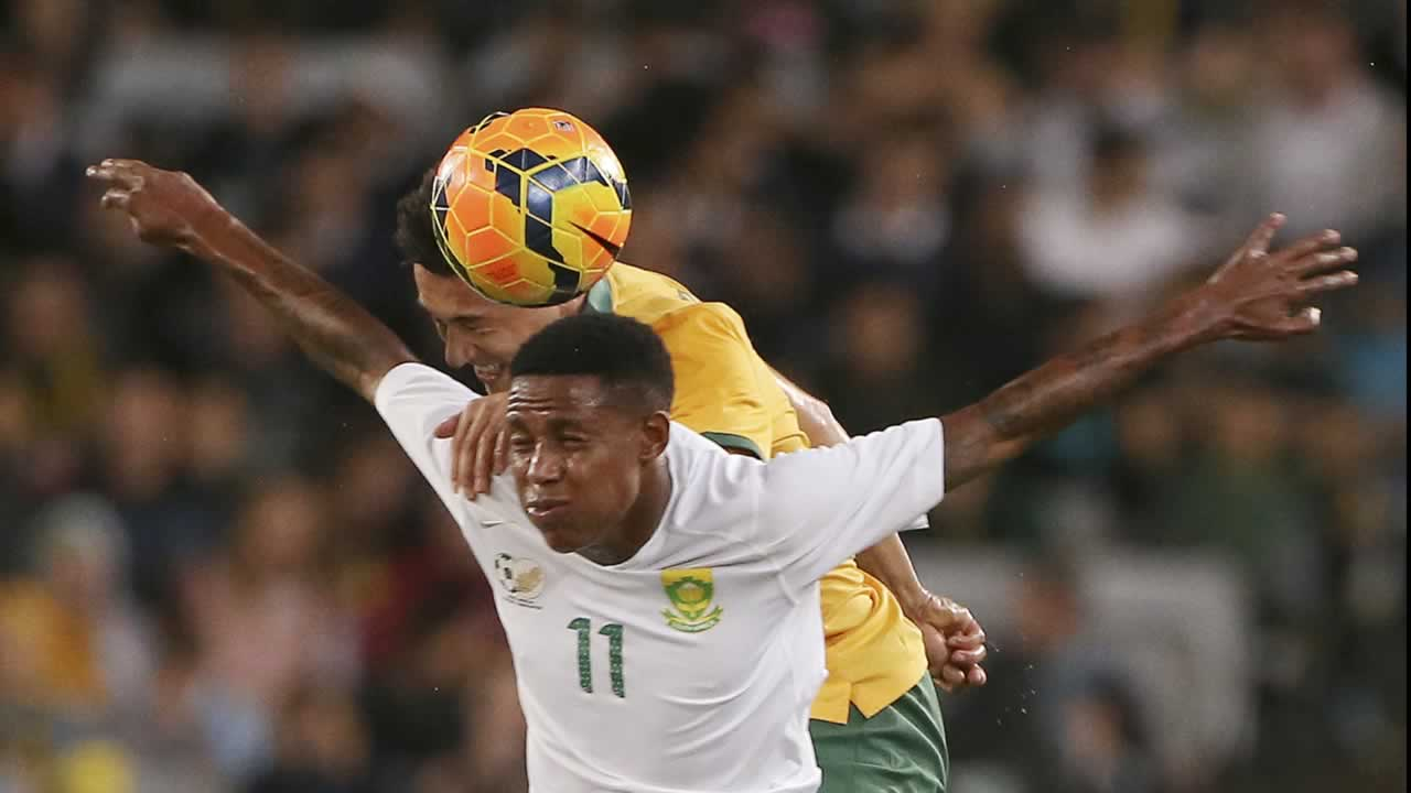 Australia&#39;s Jason Davidson, back, and South Africa&#39;s Bongani Zungu compete for a high ball during their friendly soccer match in Sydney, Monday, May 26, 2014. <span class=meta>(AP Photo&#47;Rick Rycroft)</span>