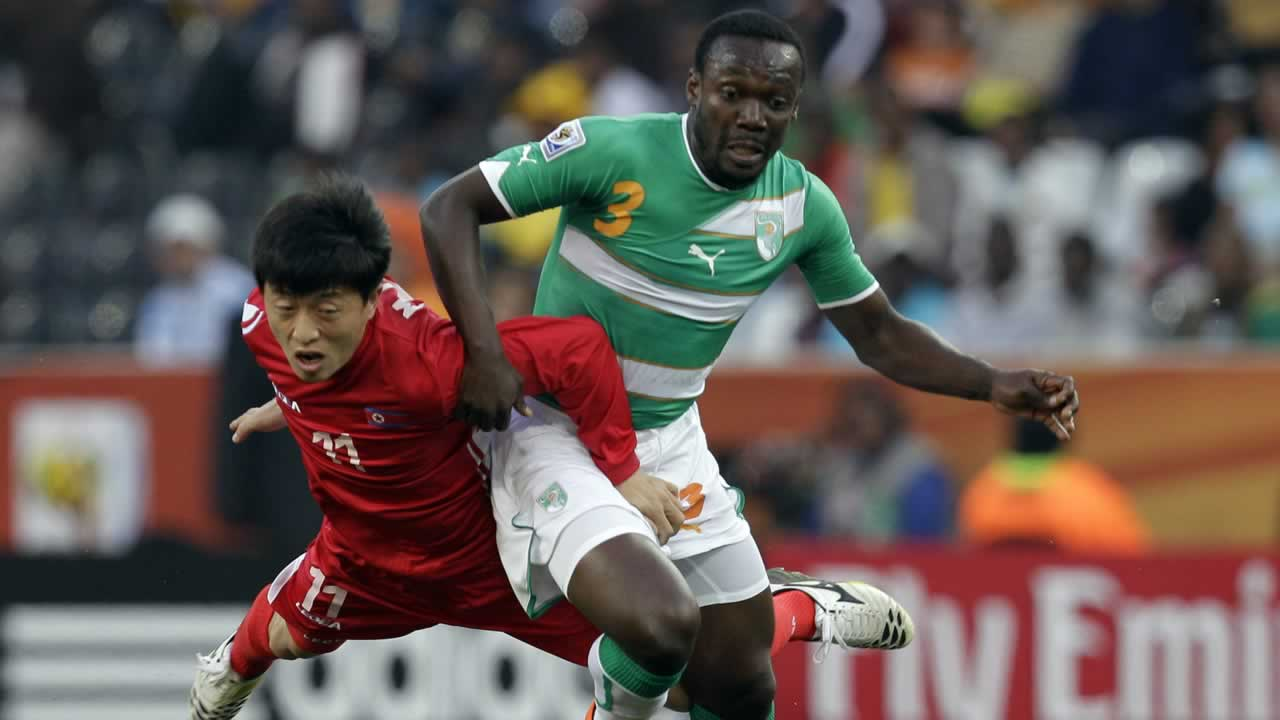 North Korea&#39;s Mun In Guk, left, and Ivory Coast&#39;s Arthur Boka fight for the ball during the World Cup group G soccer match between North Korea and Ivory Coast. <span class=meta>(AP Photo&#47;Kin Cheung)</span>