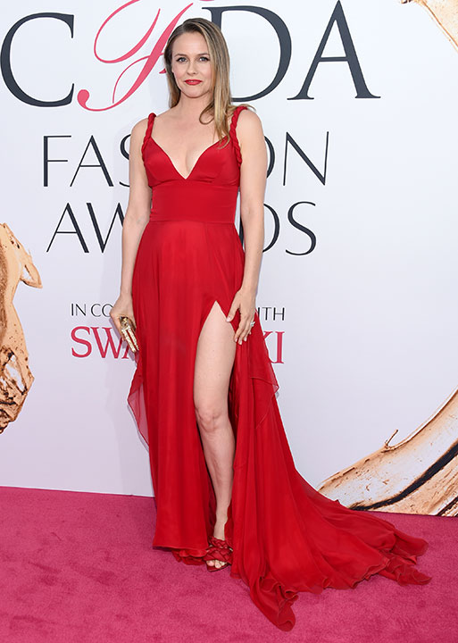 "<div class=""meta image-caption""><div class=""origin-logo origin-image wpvi""><span>wpvi</span></div><span class=""caption-text"">Alicia Silverstone arrives at the CFDA Fashion Awards on Monday, June 6, 2016, in New York. (Evan Agostini/Invision/AP)</span></div>"