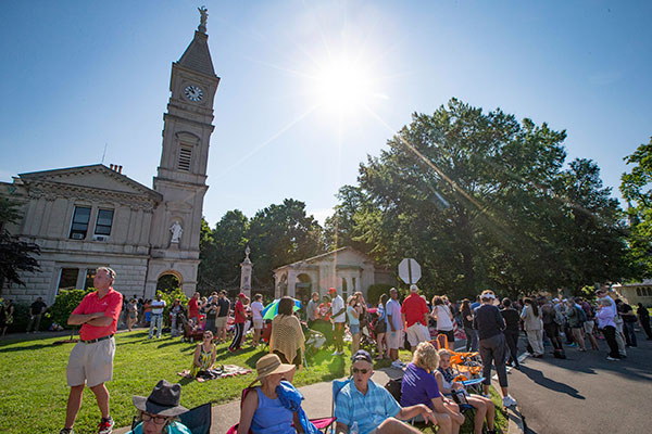 "<div class=""meta image-caption""><div class=""origin-logo origin-image none""><span>none</span></div><span class=""caption-text"">Spectators wait for the arrival of Muhammad Ali's funeral procession to enter Cave Hill Cemetery, Friday, June 10, 2016, in Louisville, Ky. (John Minchillo/AP Photo)</span></div>"