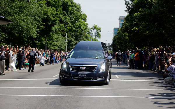 "<div class=""meta image-caption""><div class=""origin-logo origin-image none""><span>none</span></div><span class=""caption-text"">Crowds line the route of the procession led by the hearse carrying the body of Muhammad Ali, Friday, June 10, 2016. (Darron Cummings/AP Photo)</span></div>"
