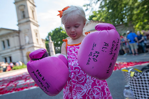 "<div class=""meta image-caption""><div class=""origin-logo origin-image none""><span>none</span></div><span class=""caption-text"">Lena Worthington, 2, of Louisville, wears boxing gloves as spectators wait for the arrival of Muhammad Ali's funeral procession to enter Cave Hill Cemetery, Friday, June 10, 2016. (John Minchillo/AP Photo)</span></div>"