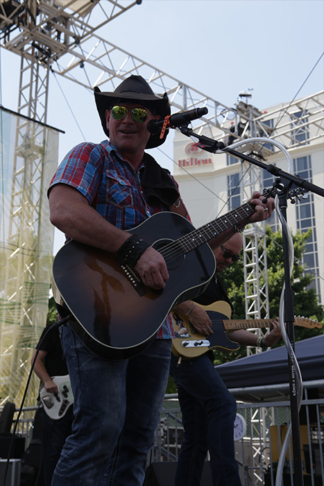 "<div class=""meta image-caption""><div class=""origin-logo origin-image none""><span>none</span></div><span class=""caption-text"">Keith Anderson at Chevrolet Cruze Park Stage on Sunday, June 12 at the 2016 CMA Music Festival in downtown Nashville. (Fletcher Moore/CMA)</span></div>"