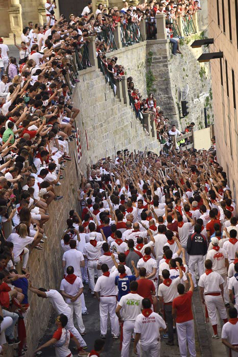 """<div class=""""meta image-caption""""><div class=""""origin-logo origin-image none""""><span>none</span></div><span class=""""caption-text"""">People watch as participants sing a song to Saint Fermin Patron a minute before to run on Santo Domingo street during the running of the bulls at the San Fermin Festival (AP Photo/ Alvaro Barrientos)</span></div>"""
