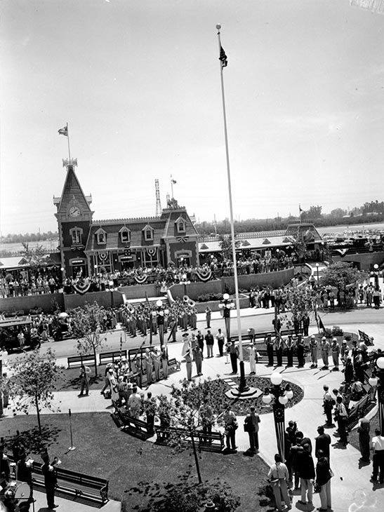 "<div class=""meta image-caption""><div class=""origin-logo origin-image none""><span>none</span></div><span class=""caption-text"">People fill in the Disneyland amusement park on its opening day in Anaheim, Calif., on July 17, 1955. (Photo/AP)</span></div>"