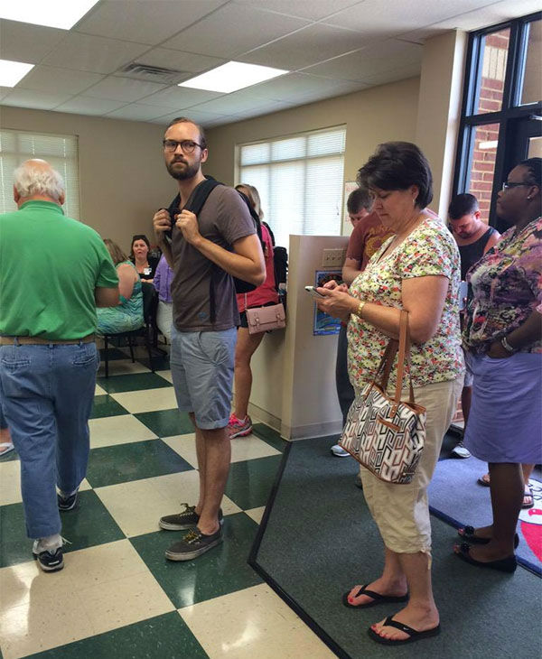 "<div class=""meta image-caption""><div class=""origin-logo origin-image none""><span>none</span></div><span class=""caption-text"">People lining up to donate blood following the shooting. (@boyd_gabrielle/Twitter)</span></div>"