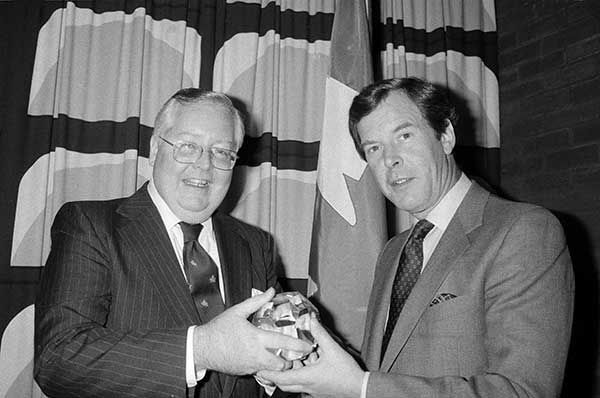 <div class='meta'><div class='origin-logo' data-origin='none'></div><span class='caption-text' data-credit='AP Photo/Dave Pickoff'>Jennings, right, receives the Canadian Club Arts and Letters Award in 1984.</span></div>