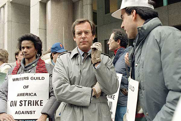 <div class='meta'><div class='origin-logo' data-origin='none'></div><span class='caption-text' data-credit='AP Photo/SUSAN RAGAN'>Jennings, center, talks with striking members of the Writers Guild of America outside ABC-TV offices in New York in 1987.</span></div>