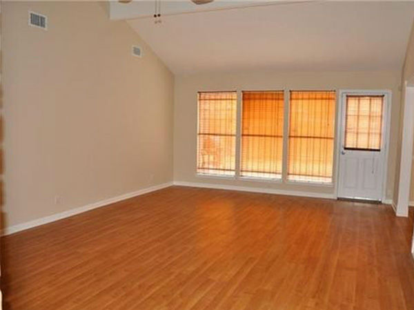 "<div class=""meta image-caption""><div class=""origin-logo origin-image none""><span>none</span></div><span class=""caption-text"">Houston - Three Bedroom Home with Huge Living Room (Photo/Zumper)</span></div>"