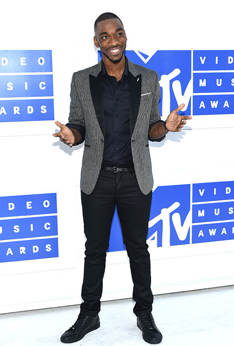 "<div class=""meta image-caption""><div class=""origin-logo origin-image ap""><span>AP</span></div><span class=""caption-text"">Jay Pharoah arrives at the MTV Video Music Awards at Madison Square Garden on Sunday, Aug. 28, 2016, in New York. (Evan Agostini/Invision/AP)</span></div>"