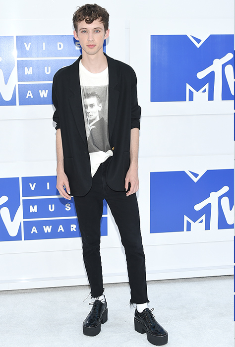 "<div class=""meta image-caption""><div class=""origin-logo origin-image ap""><span>AP</span></div><span class=""caption-text"">Troye Sivan arrives at the MTV Video Music Awards at Madison Square Garden on Sunday, Aug. 28, 2016, in New York. (Evan Agostini/Invision/AP)</span></div>"