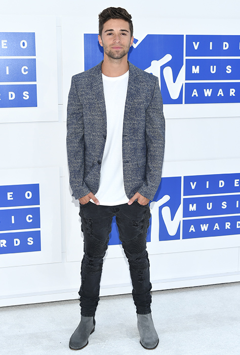 "<div class=""meta image-caption""><div class=""origin-logo origin-image ap""><span>AP</span></div><span class=""caption-text"">Jake Miller arrives at the MTV Video Music Awards at Madison Square Garden on Sunday, Aug. 28, 2016, in New York. (Evan Agostini/Invision/AP)</span></div>"