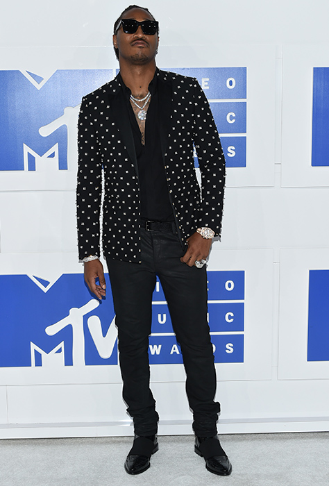 "<div class=""meta image-caption""><div class=""origin-logo origin-image ap""><span>AP</span></div><span class=""caption-text"">Future arrives at the MTV Video Music Awards at Madison Square Garden on Sunday, Aug. 28, 2016, in New York. (Evan Agostini/Invision/AP)</span></div>"