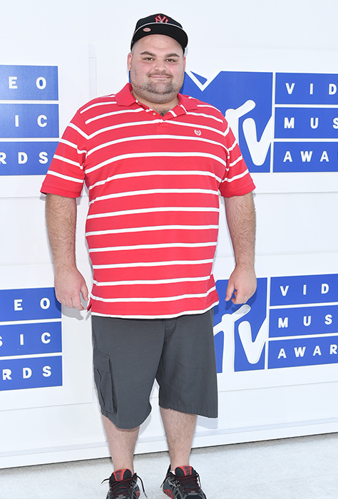 "<div class=""meta image-caption""><div class=""origin-logo origin-image ap""><span>AP</span></div><span class=""caption-text"">Gary Shirley arrives at the MTV Video Music Awards at Madison Square Garden on Sunday, Aug. 28, 2016, in New York. (Evan Agostini/Invision/AP)</span></div>"
