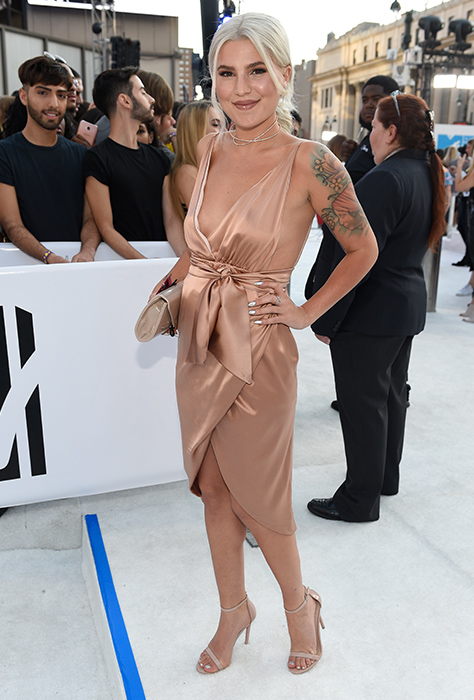 "<div class=""meta image-caption""><div class=""origin-logo origin-image ap""><span>AP</span></div><span class=""caption-text"">Carly Aquilino arrives at the MTV Video Music Awards at Madison Square Garden on Sunday, Aug. 28, 2016, in New York. (Chris Pizzello/Invision/AP)</span></div>"