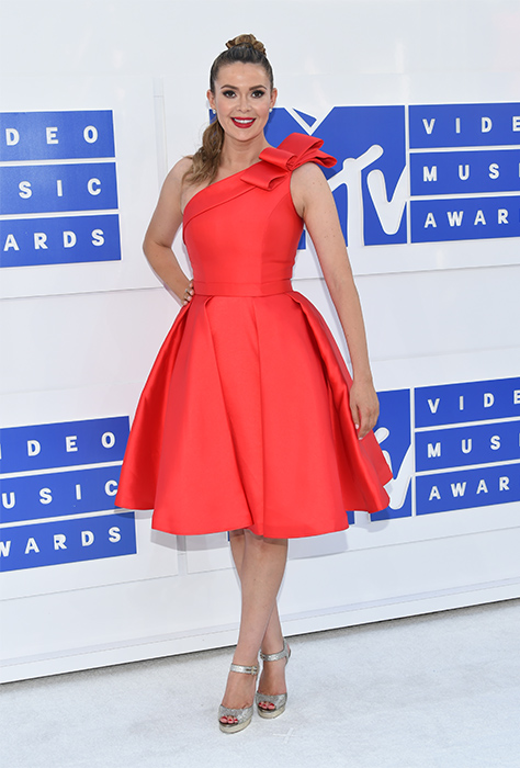 "<div class=""meta image-caption""><div class=""origin-logo origin-image ap""><span>AP</span></div><span class=""caption-text"">Carly Steel arrives at the MTV Video Music Awards at Madison Square Garden on Sunday, Aug. 28, 2016, in New York. (Evan Agostini/Invision/AP)</span></div>"
