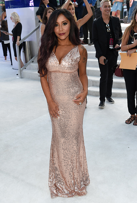 "<div class=""meta image-caption""><div class=""origin-logo origin-image ap""><span>AP</span></div><span class=""caption-text"">Nicole Polizzi arrives at the MTV Video Music Awards at Madison Square Garden on Sunday, Aug. 28, 2016, in New York. (Chris Pizzello/Invision/AP)</span></div>"