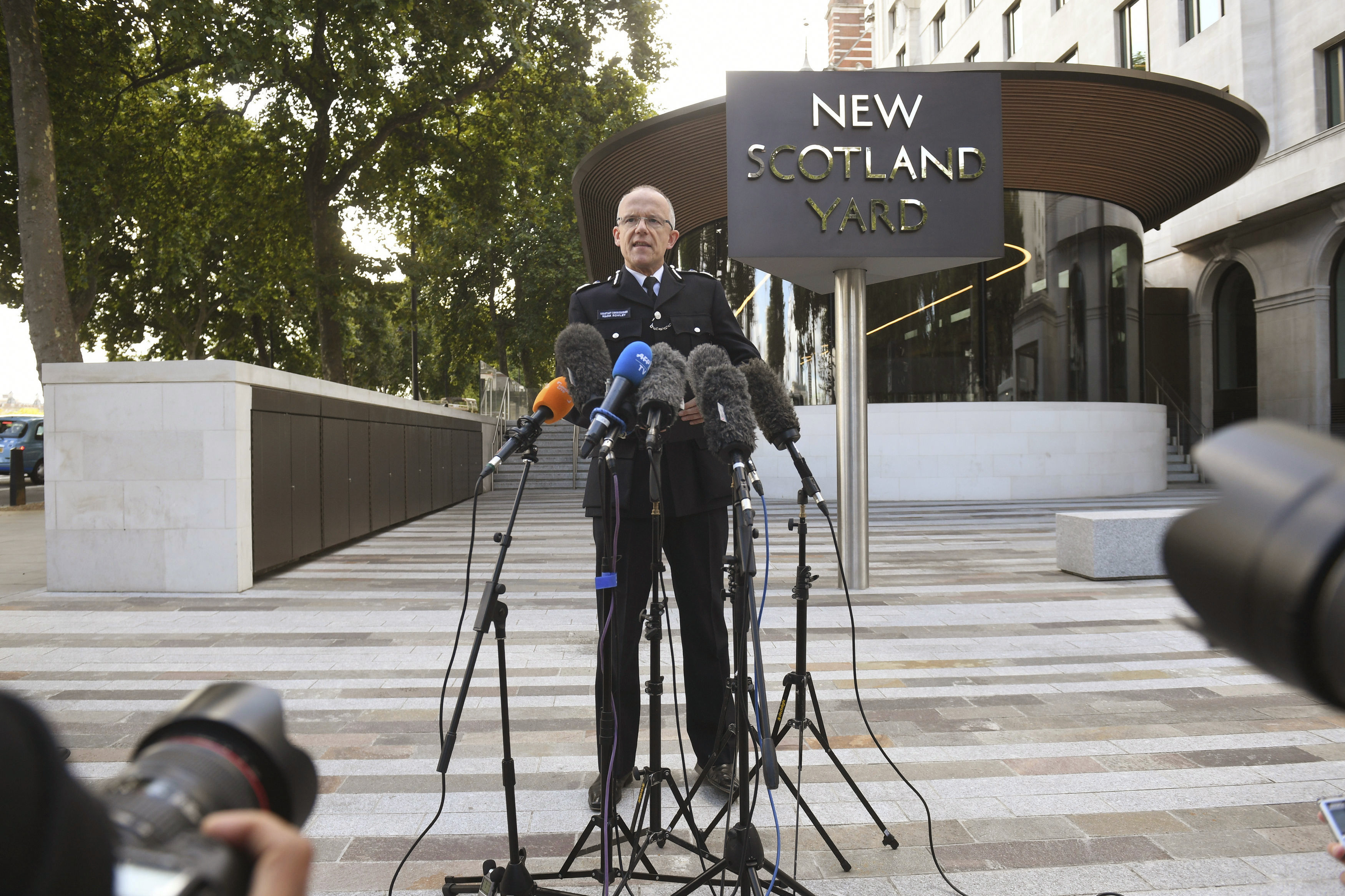 "<div class=""meta image-caption""><div class=""origin-logo origin-image none""><span>none</span></div><span class=""caption-text"">Metropolitan Police Assistant Commissioner Mark Rowley speaks to the media outside New Scotland Yard,  gives a statement about a terrorist attack at Parsons Green subway station. (Victoria Jones/PA via AP)</span></div>"