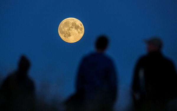 "<div class=""meta image-caption""><div class=""origin-logo origin-image none""><span>none</span></div><span class=""caption-text"">The supermoon is seen over Berlin overnight on Sept. 27, the night of a lunar eclipse. (Photo/AP)</span></div>"