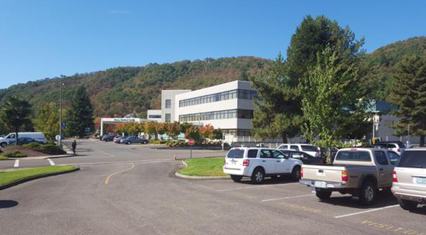 <div class='meta'><div class='origin-logo' data-origin='none'></div><span class='caption-text' data-credit='KEZI9/Twitter'>Mercy Medical Center in Rosebur, Ore. where some shooting victims are being taken.</span></div>