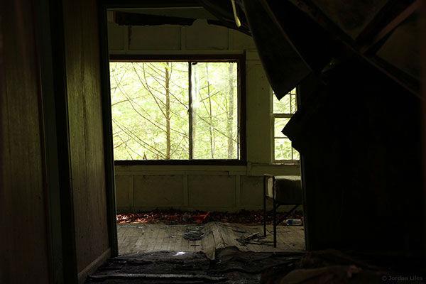 "<div class=""meta image-caption""><div class=""origin-logo origin-image ""><span></span></div><span class=""caption-text"">Photographer's film about beautiful ghost town was misinterpreted. (Photo/Jordan Liles)</span></div>"