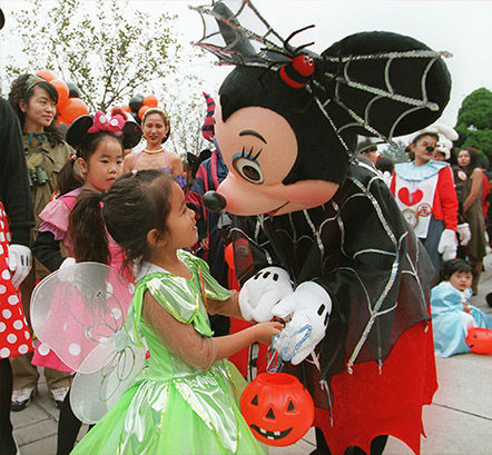 "<div class=""meta image-caption""><div class=""origin-logo origin-image none""><span>none</span></div><span class=""caption-text"">Spiderwoman-costumed Minnie Mouse welcomes a Japanese girl  during Tokyo Disneyland's Happy Halloween Pumpkin Parade on October 31, 1997.  (Toshifumi Kitamura/AFP/Getty)</span></div>"