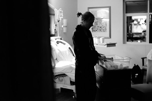 "<div class=""meta image-caption""><div class=""origin-logo origin-image ""><span></span></div><span class=""caption-text"">Lindsey in the hospital after giving birth. (Justice Family)</span></div>"