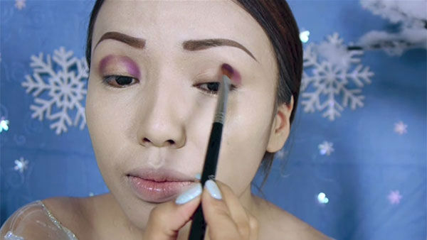 "<div class=""meta image-caption""><div class=""origin-logo origin-image ""><span></span></div><span class=""caption-text"">Makeup artist and YouTube personality Promise Phan gives a step-by-step lesson on how to transform your face to resemble Queen Elsa. (Photo/YouTube, dope2111)</span></div>"