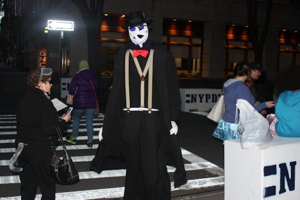 """<div class=""""meta image-caption""""><div class=""""origin-logo origin-image none""""><span>none</span></div><span class=""""caption-text"""">Bill Freitag dresses as the Invisible Man for the ''LIVE with Kelly and Michael'' costume contest. (Bob Monek. Eyewitness News)</span></div>"""
